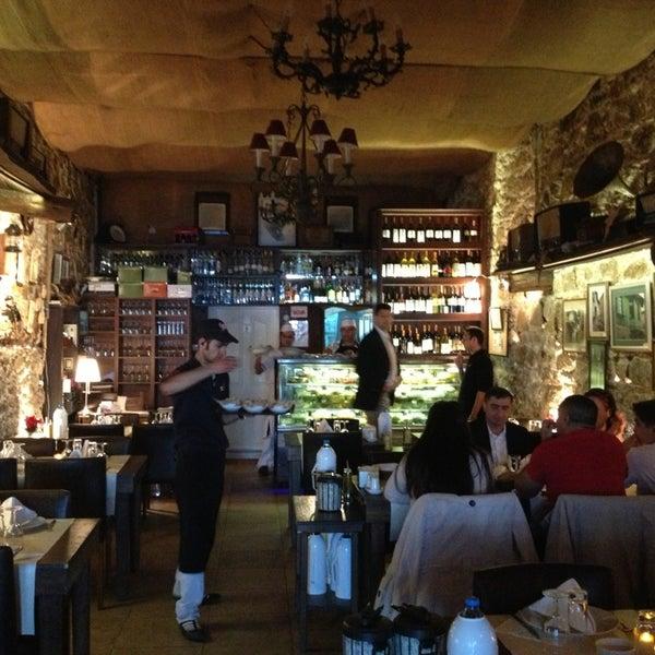 4/18/2013 tarihinde Alparslanziyaretçi tarafından Yengeç Restaurant'de çekilen fotoğraf