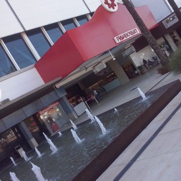 Foto tirada no(a) Flamboyant Shopping Center por Jailson M D. em 4/29/2013
