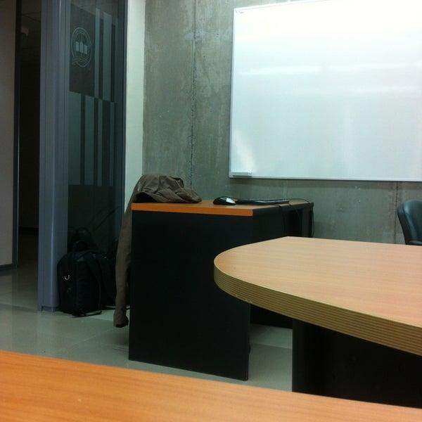 Foto tomada en Universidad Andrés Bello por Leonardo el 3/3/2013