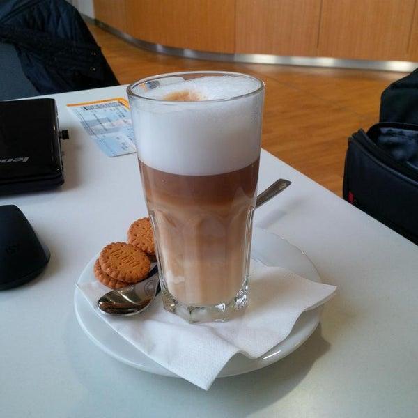 Foto tirada no(a) Lufthansa Senator Lounge por Steffen H. em 2/20/2015