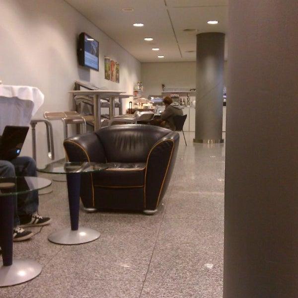 Foto tirada no(a) Lufthansa Senator Lounge por Steffen H. em 12/20/2013