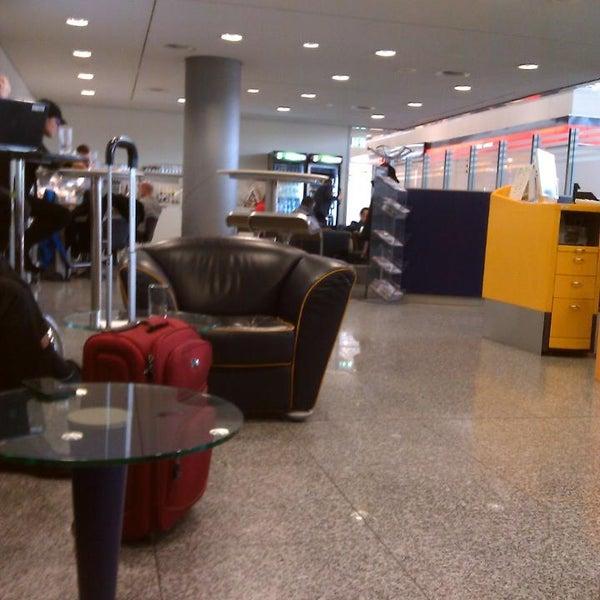 Foto tirada no(a) Lufthansa Senator Lounge por Steffen H. em 12/13/2013