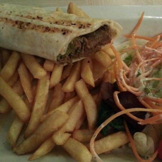 2/23/2013 tarihinde Nilüfer S.ziyaretçi tarafından Flz Cafe & Restaurant'de çekilen fotoğraf