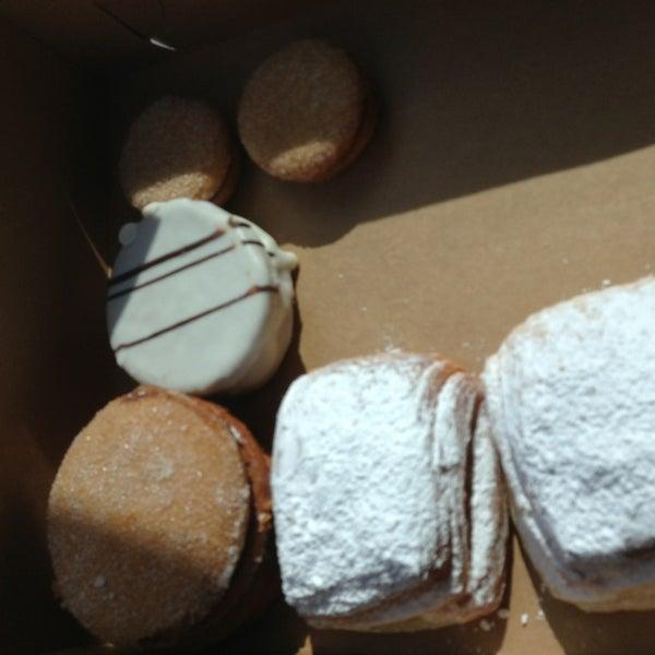 1/21/2013 tarihinde Tom M.ziyaretçi tarafından Argentina Bakery'de çekilen fotoğraf