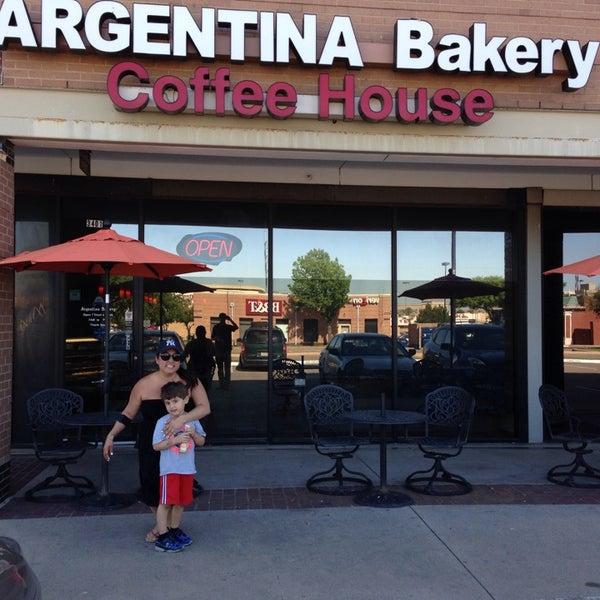 4/25/2014 tarihinde Sandra M.ziyaretçi tarafından Argentina Bakery'de çekilen fotoğraf