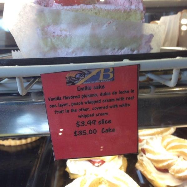 12/11/2013 tarihinde Sandra M.ziyaretçi tarafından Argentina Bakery'de çekilen fotoğraf