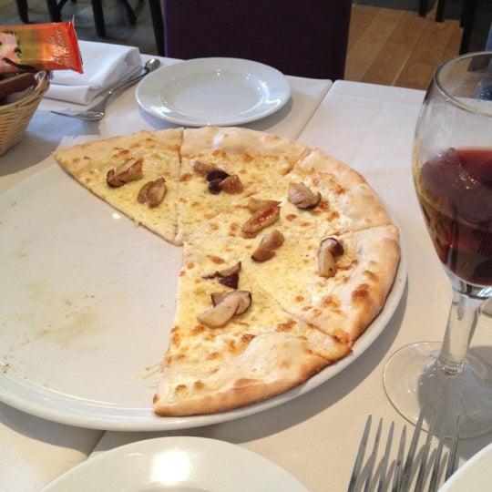 Foto tomada en Romeo's Bar & Kitchen por Pavel el 12/22/2012