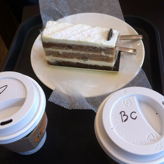Photo taken at TOM N TOMS COFFEE by Changeun on 10/12/2012