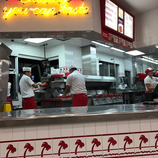 Photo taken at In-N-Out Burger by James on 2/26/2017