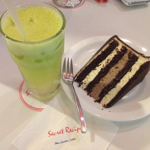 Photo taken at Secret Recipe by Mohd Syafiq on 4/18/2013
