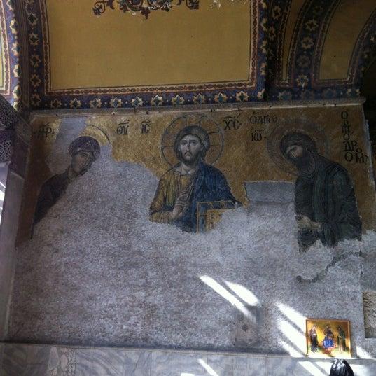 Das Foto wurde bei Ayasofya Hürrem Sultan Hamamı von Nurcan GÜZHAN am 10/13/2012 aufgenommen