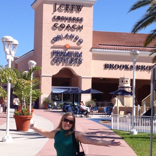 Photo taken at Orlando Vineland Premium Outlets by Robson on 10/20/2012