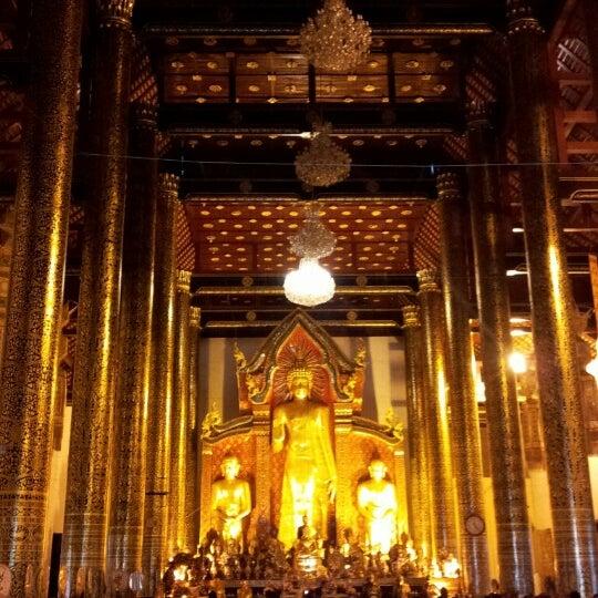 Photo taken at Wat Chedi Luang Varavihara by ใฝ่ฝัน บ. on 12/18/2012