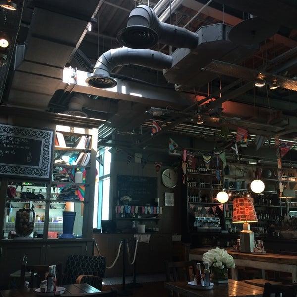 Photo taken at The Tin Goose (Pub & Kitchen) by Fahad J. on 8/11/2014