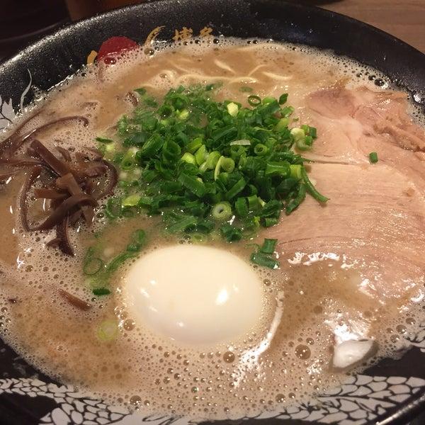 スープが濃厚!トンコツ特有の臭みもあるが、好きな人にはたまんないかも。ラーメンに千円前後はちと高い気がします。