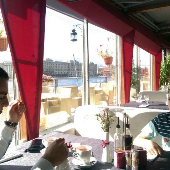 Снимок сделан в DoZari / Дозари шоу-ресторан на воде пользователем Karen V. 8/30/2014