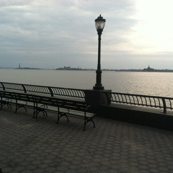 Foto tirada no(a) Battery Park City Esplanade por Scott B. em 1/1/2013
