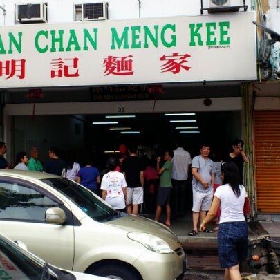 Photo taken at Restoran Chan Meng Kee (陈明记面家) by Steve L. on 11/4/2012