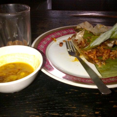 Photo taken at Restoran Anjung Merah by Fatzun N. on 10/17/2012