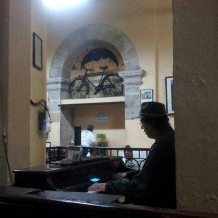 Foto tomada en Cantina La Fuente por Allan S. el 1/17/2013