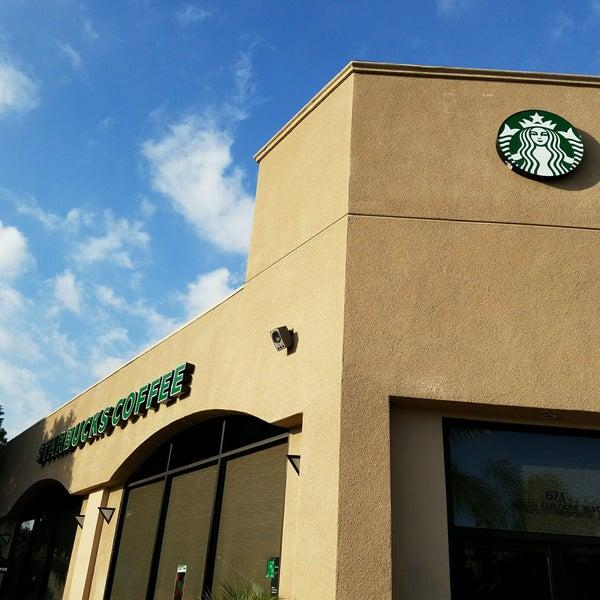 Foto tomada en Starbucks por TANK el 10/3/2016