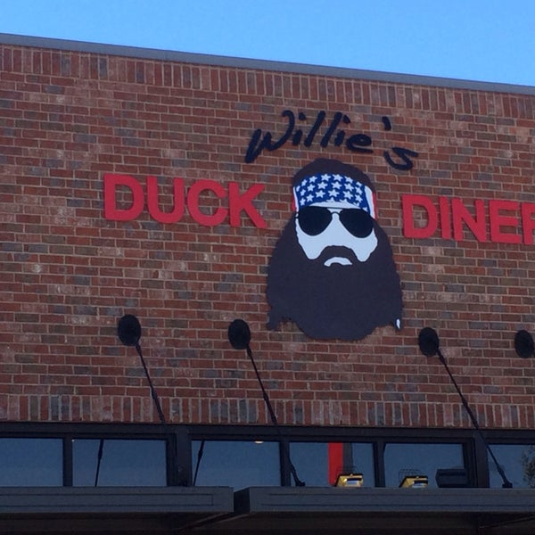 Photo taken at Willie's Duck Diner by Amanda on 2/21/2014