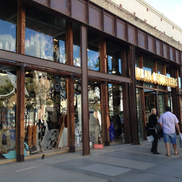 Photo taken at Urban Outfitters by Phuong.J on 12/26/2012