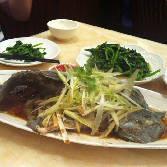 Photo taken at Lucky Eight 同樂小炒皇 by samantha s. on 9/15/2012