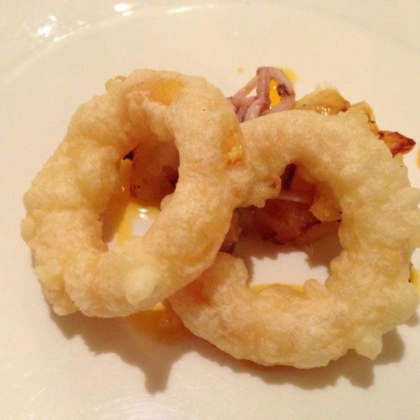 De les millors relacions qualitat preu que es poden trobar a Barcelona. No deixeu de tastar els calamars a la romana d'ou ferrat... Espectaculars!