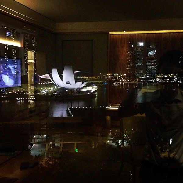 Photo taken at The Ritz-Carlton Millenia Singapore by Dunn P. on 4/26/2013