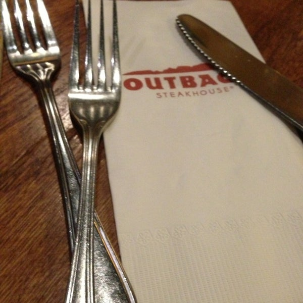 Photo taken at Outback Steakhouse by Hevan A. on 6/9/2013
