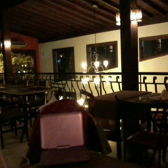 Photo taken at Canal 4 Restaurante e Pizzaria by Leandro R. on 11/9/2012
