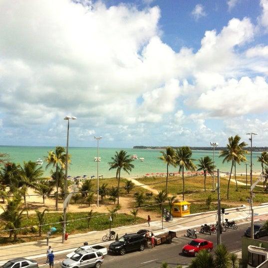 Foto tirada no(a) Atlântico Praia Hotel por Tatiane A. em 1/7/2013