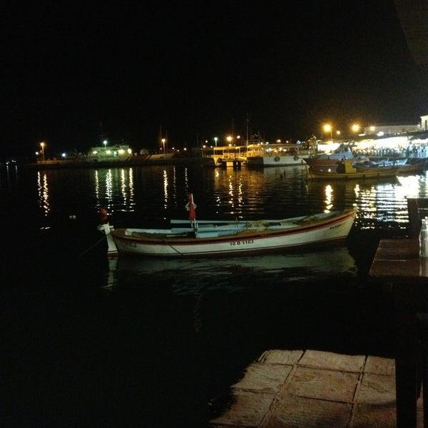 5/25/2013 tarihinde Fatih S.ziyaretçi tarafından Cunda Deniz Restaurant'de çekilen fotoğraf