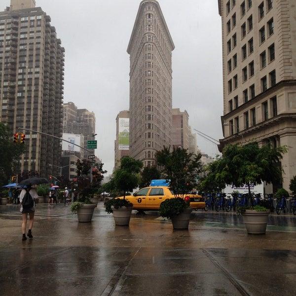 Foto diambil di Madison Square Park oleh Brett J. pada 7/3/2013