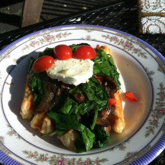 Foto tirada no(a) The Waffle Window por Tucker em 10/8/2012