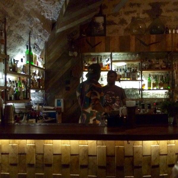 Aussi bon en journée pour le brunch (tout est très bon et frais) qu'en soirée dans la cave à cocktails. Coup de cœur pour le pénicilline.