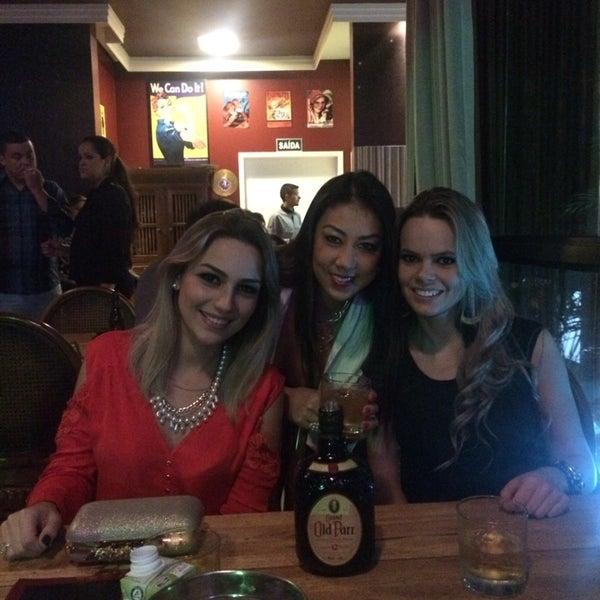 Foto tirada no(a) Mr. Pub por Janaina em 6/28/2014