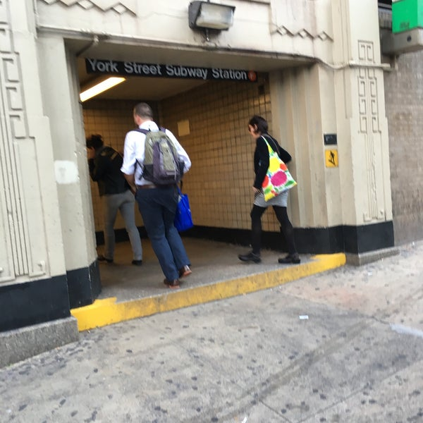 Photo taken at MTA Subway - York St (F) by Byungsoo Jung on 10/21/2015