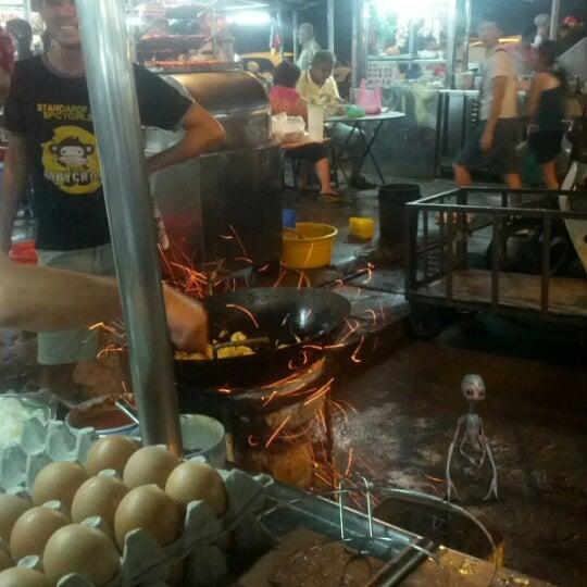 Photo taken at New Lane Hawker Stalls by Tiru M. on 12/21/2012