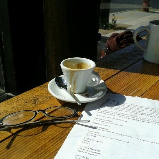 Foto tomada en Gaslight Coffee Roasters por Rebecca T. el 9/30/2012