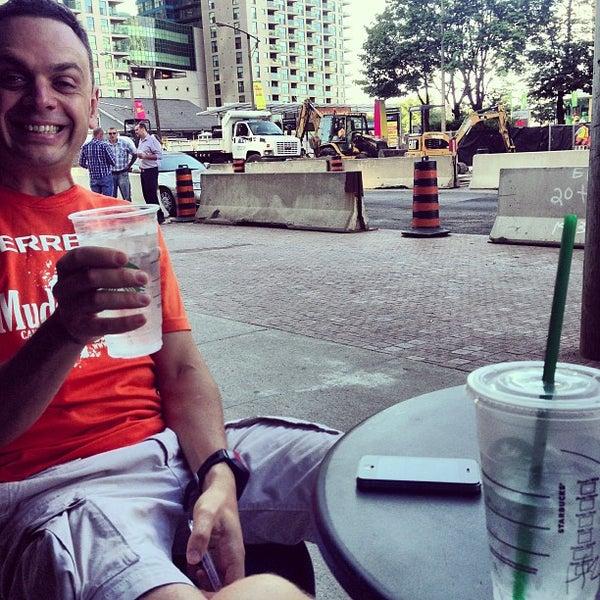 รูปภาพถ่ายที่ Starbucks โดย Oleg G. เมื่อ 7/30/2013