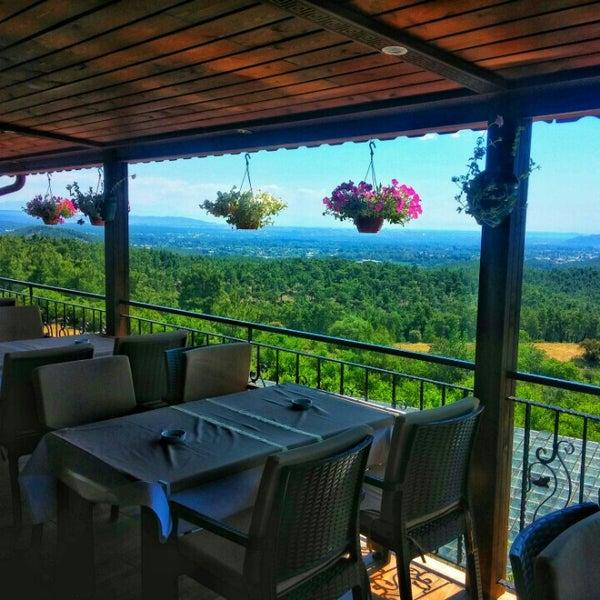 Photo taken at Körfez Aşiyan Restaurant by Oğuzhan D. on 5/14/2015