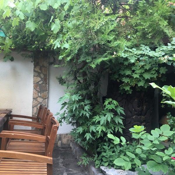 6/28/2017 tarihinde Atanas 🐬ziyaretçi tarafından Restaurant Izbata'de çekilen fotoğraf