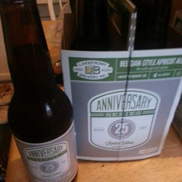 Photo prise au Lakefront Brewery par Hop Leaf Beer H. le6/22/2013
