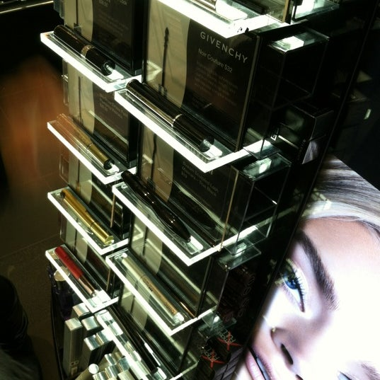 Photo taken at SEPHORA by L on 12/17/2012