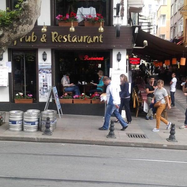 5/13/2013 tarihinde Kaspars K.ziyaretçi tarafından Cozy Bar&Restaurant'de çekilen fotoğraf