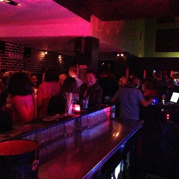 Foto tirada no(a) Le Bar d'Ixelles por Nicolas D. em 6/21/2013