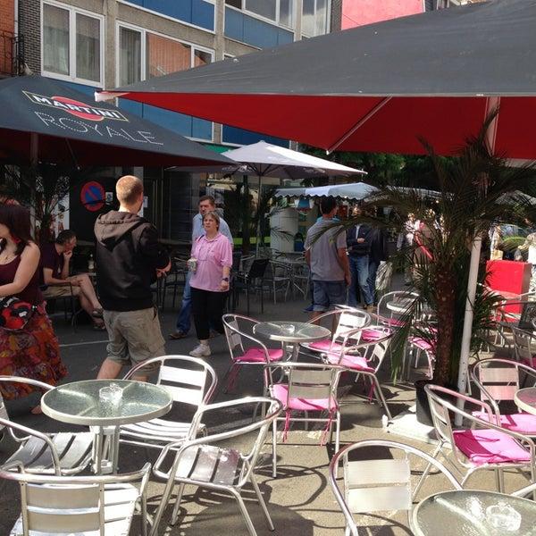 Foto tirada no(a) Le Bar d'Ixelles por Nicolas D. em 9/8/2013