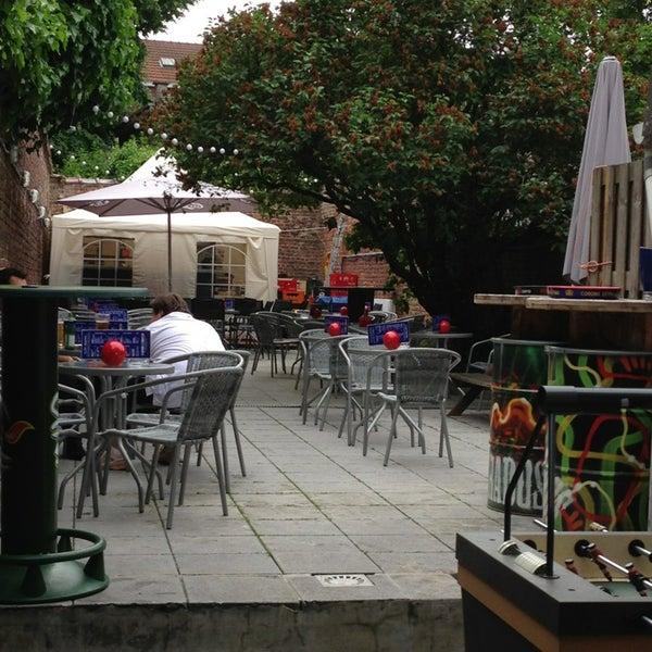 Foto tirada no(a) Le Bar d'Ixelles por Nicolas D. em 6/18/2013
